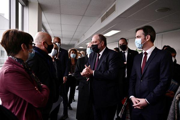 Les ministres sont venus vanter le service public de prise en charge des pensions alimentaires par la CAF, ce lundi 22 février à Lyon.