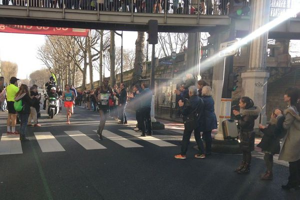 Benjamin Malaty au kilomètre 30 du Marathon de Paris.