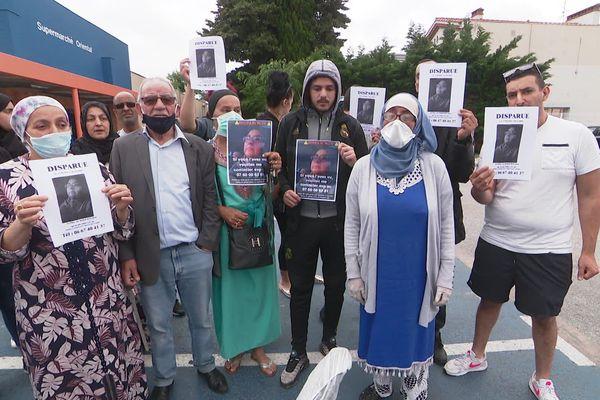 Les proches de Fatiha inquiets ont manifesté devant le commissariat et le supermarché, où elle a été vue pour la dernière fois - mai 2020