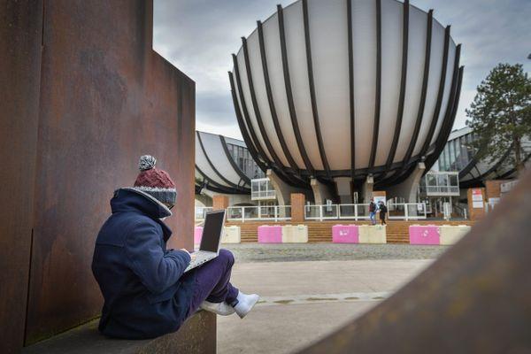 Un étudiant à l'université de Reims, le 15 février 2021 / Photo d'illustration.
