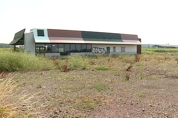 Le bâtiment, qui était voué à devenir un McDo au nord de Saint-Pol-sur-Ternoise, sera prochainement déconstruit.