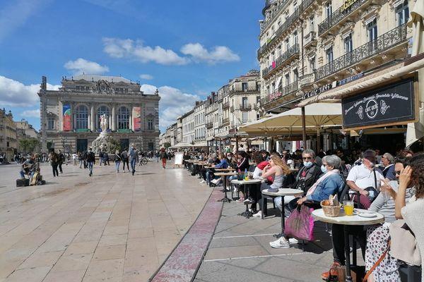 Sur la place de la Comédie, à Montpellier, les terrasses ont ouvert le 19 mai.