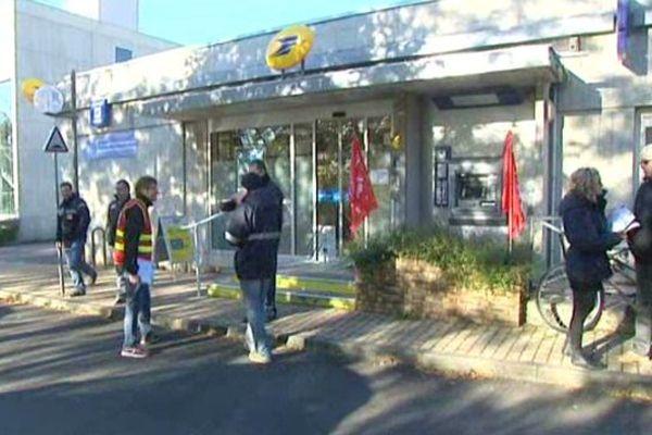 Grève à la Poste de Fontaine-les-Dijon