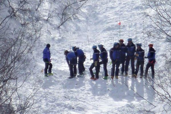 Des personnels de secours sur les lieux de l'avalanche de Valfréjus le 9 mars 2017.