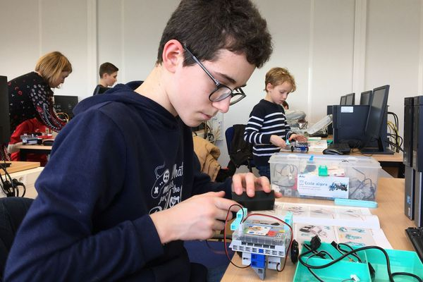 Algora propose des cours de codage et de programmation de robots aux enfant de 6 à 14 ans