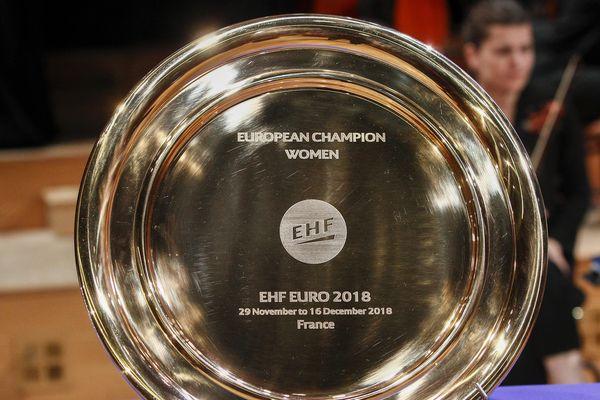 Le trophée de l'Euro de handball féminin a été dévoilé lors de la cérémonie