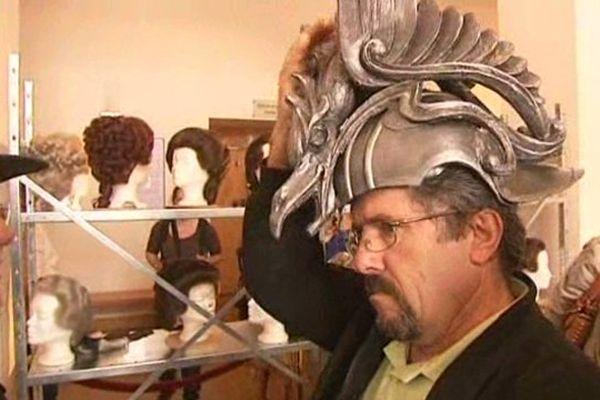 Les visiteurs peuvent essayer certains costumes