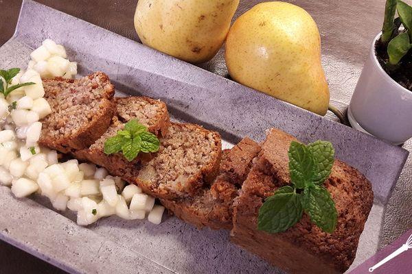 Le gâteau aux noix et aux poires
