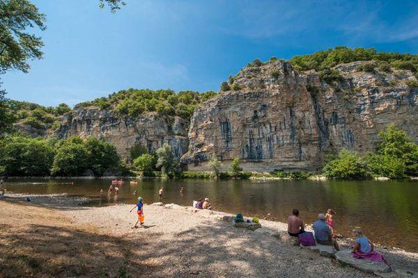 Baignade dans la Dordogne à Gluges, dans le Lot.