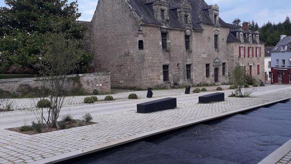 4 Place de la Maison des Princes : la mairie de Pont-Scorff