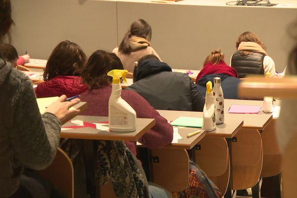 Les étudiants de l'université de Grenoble sont revenus sur le campus mercredi pour leurs partiels.