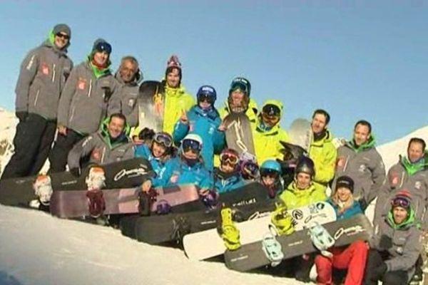 L'équipe de France de snowboardcross lors de ses entraïnements à Isola 2000 au début du mois. Tony Ramoin est au 2e rang au milieu, casqué.