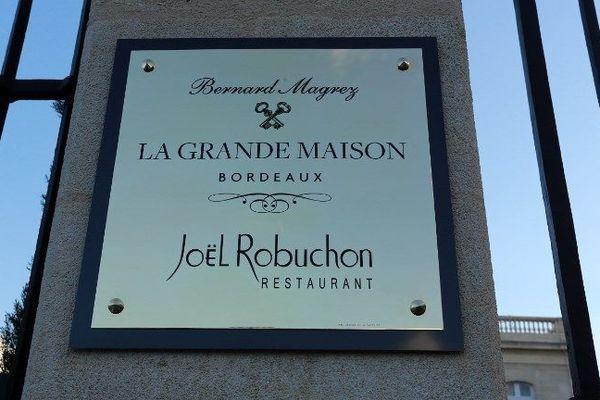 L'entrée du restaurant La Grande Maison en décembre 2014