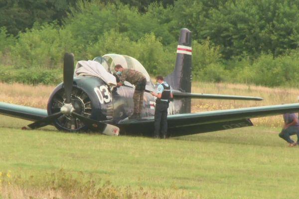 Un avion de chasse américain de collection s'est posé sans train d'atterrissage à l'aérodrome de Haguenau