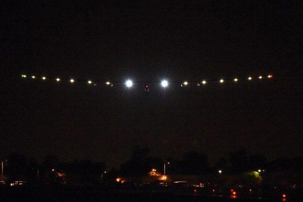 L'avion solaire s'est posé de nuit, grâce à ses batteries.