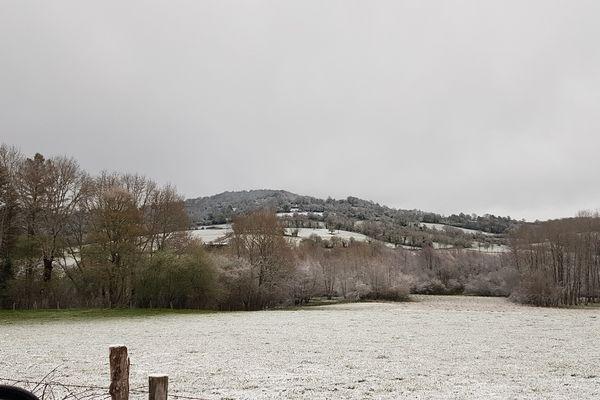 De 1 à 4 centimètres de neige sont tombés, en Auvergne, le week-end du 4 et 5 mai 2019.