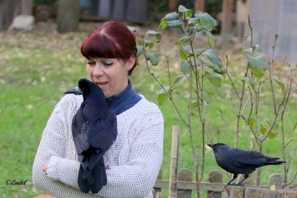 Véronique Bialoskorkski et son corbeau Lazare