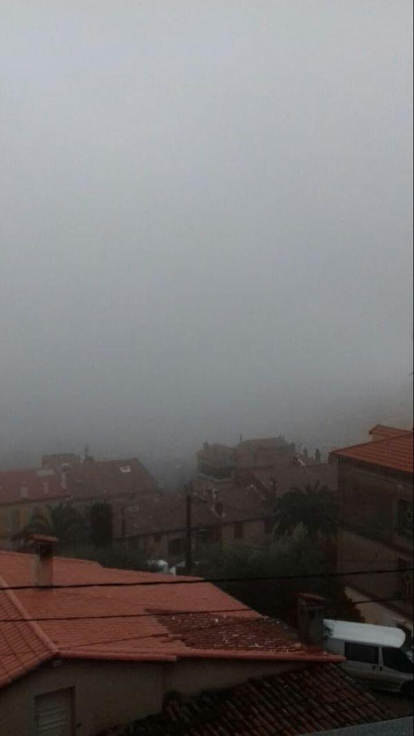 Vue de Grasse sous la pluie ce vendredi après-midi.