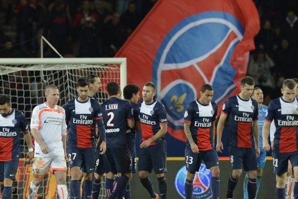 Le Paris SG a disposé (3-0) de Valenciennes, grâce notamment à des buts de Lavezzi et Ibrahimovic, vendredi lors de la 25e journée du Championnat de France,