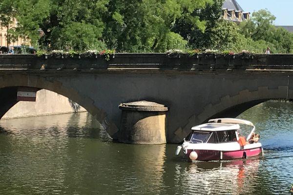 Balade au cœur de Metz à bord du Solis, un bateau solaire