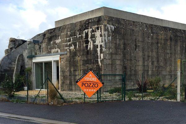 A Ver-sur-Mer, ce blockhaus, vestige du mur de l'atlantique, a été transformé en habitation