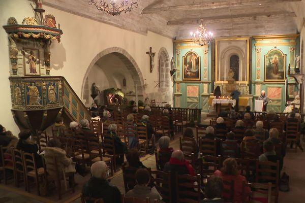 À Gimel-les-Cascades en Corrèze, sans curé depuis 13 ans, c'est un prêtre à la retraite qui a célébré la messe de minuit.