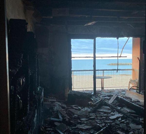 L'intérieur d'un de ces appartements donnant sur la plage de Valras (Hérault) a été entièrement détruit par les flammes.