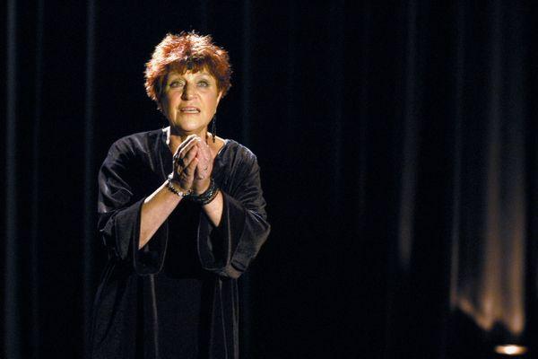 Anne Sylvestre a chanté pendant 6 décennies pour les petits, avec ses Fabulettes, et les grands. En concert, elle n'interprétait que le répertoire pour adultes.