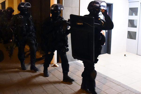 Les hommes du RAID et de la BRI ont participé aux perquisitons menées sur le territoire français (ici à Toulouse)