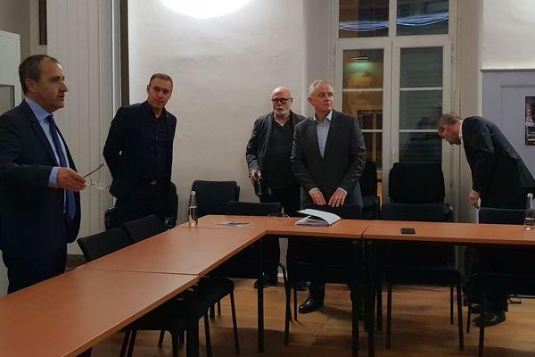 03/12/2018 - Une réunion s'est tenue lundi à Corte sur la cherté du carburant en Corse.