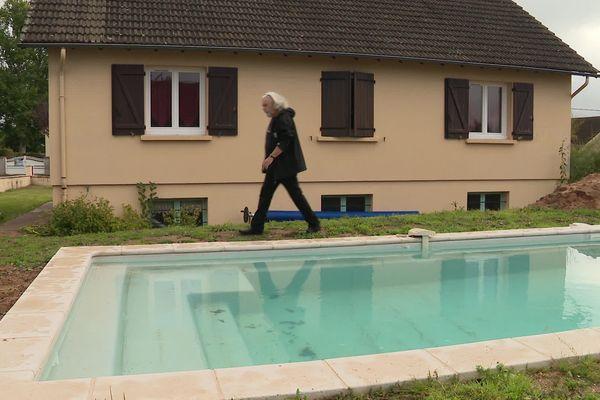"""La société """"Léa Composites"""" travaille avec des piscinistes pour les installations en région."""