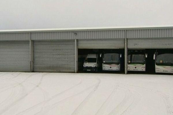 Repos forcé pour les chauffeurs et pour les bus du Cantal privés de sortie lundi