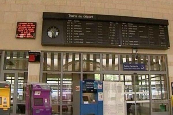 Trafic à l'arrêt en gare de Poitiers ce matin.