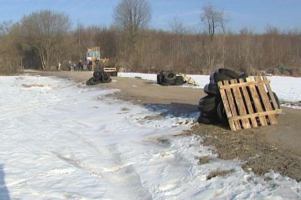 Exemple de barricades, érigées par les opposants au projet Cigeo, qui auraient été démontées ce matin par les gendarmes.