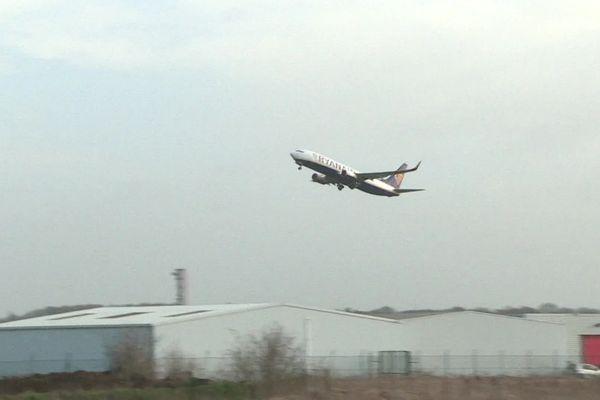Avion au départ de l'aéroport de Beauvais-Tillé