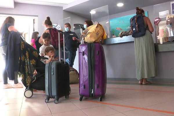 En Corse, de nombreux touristes s'inquiètent depuis le 9 août, date à laquelle le pass sanitaire est devenu obligatoire pour quitter l'île pour tout voyageur de 12 ans et plus.