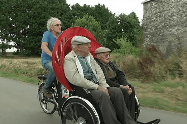 Francis et Jean-Yves en balade sur le triporteur