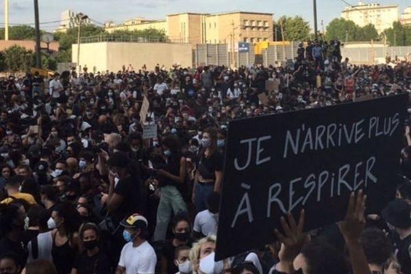 20.000 personnes se sont rassemblées devant le TGI de Paris