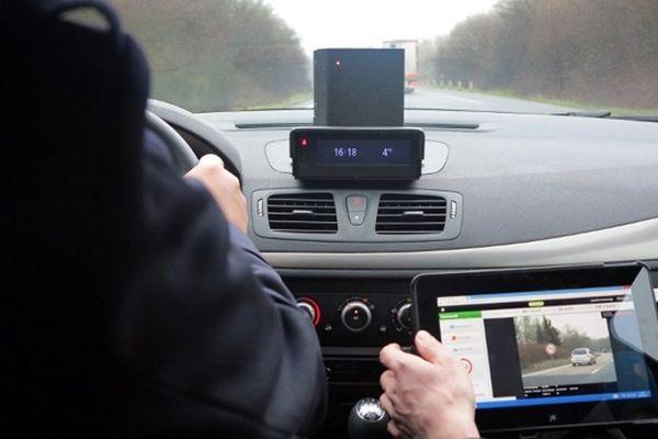 Le nouveau radar mobile est actuellement testé par le peloton autoroutier de gendarmerie de Pont-l'Evêque sur l'A 13.