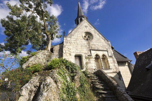 Béhuard, Louis XI fit construire l'église Notre-Dame sur un rocher à l'abri des crues de la Loire