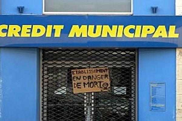Une agence du Crédit Municipal de Dijon, au moment de la grève de 2010