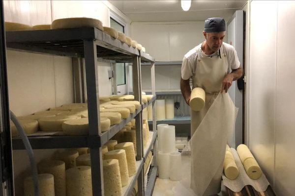 """La fourme d'Ambert produite à la ferme des Supeyres, à Valcivières dans le Puy-de-Dôme, a reçu le prix """"fermier d'or""""."""