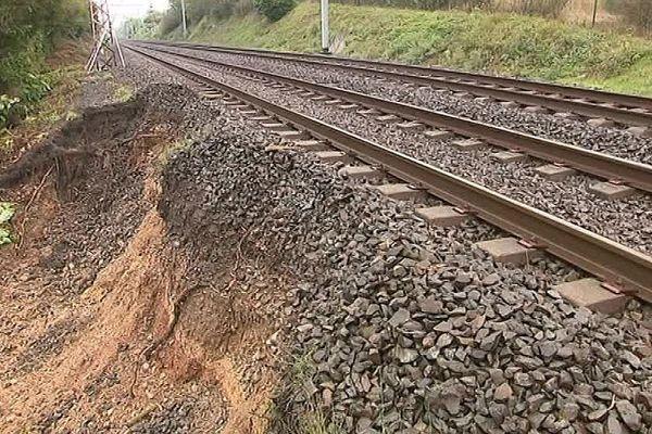 Aude - les dégâts sur la voie ferrée entre Narbonne et Carcassonne après les inondations - 18 octobre 2018.