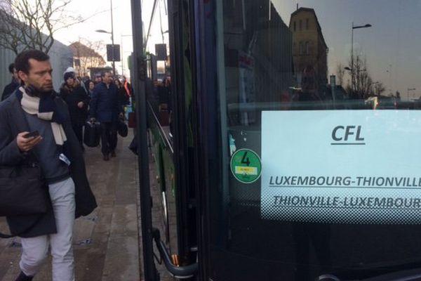 20 bus des CFL et 7 bus de la SNCF font la navette entre les gares de Thionville, Bettembourg et Luxembourg pour acheminer les travailleurs frontaliers.