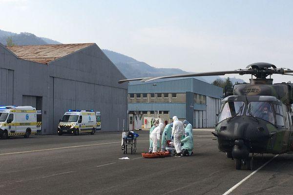 Dix patients atteints du Covid-19 vont être transférés vers le CHU Grenoble-Alpes.