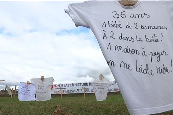 Surpris par l'annonce brutale de la fermeture prochaine de leur usine, les salariés de Froneri à Beauvais ont planté des croix devant le site de production pour protester contre la décision du groupe Nestlé.