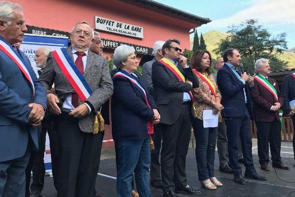 Les élus font front contre la disparitions de la ligne Nice-Cunéo.