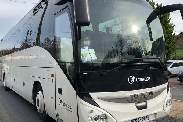 Le bus est arrivé en milieu d'après-midi dans le Calvados, le temps des formalités à la descente d'avion.