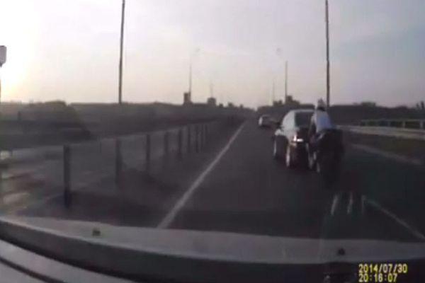 De nombreux automobilistes sont équipés de caméra dashboard en Russie, cette camera embarquée dans un véhicule témoin va filmer un vrai miracle.