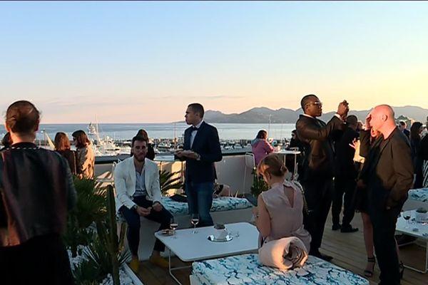 Une terrasse bien remplie lors du Festival de Cannes.